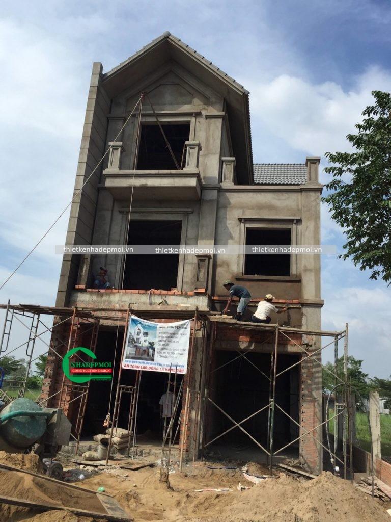 xây dựng nhà mái thái